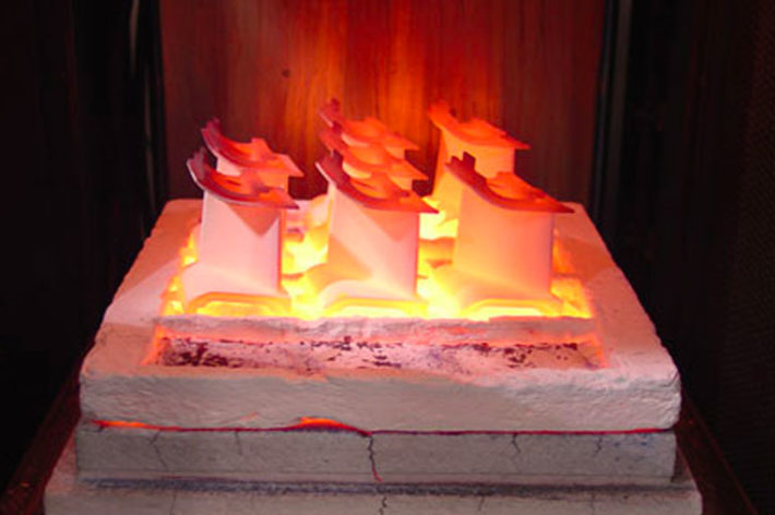 metal component being heated to high temperatures for furnance cycle testing